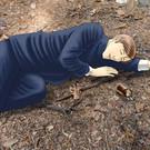 主人公 砂部が樹海で自殺を図ろうとするシーン