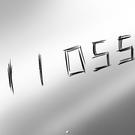 鏡に殴り書きされた謎の文字。