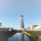 建設途中の鉄塔です