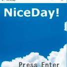 青空に浮かぶ「NiceDay!」の文字