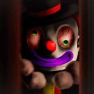 扉の隙間から覗くピエロ