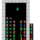 落下する数字で九九の式を作るゲームです。